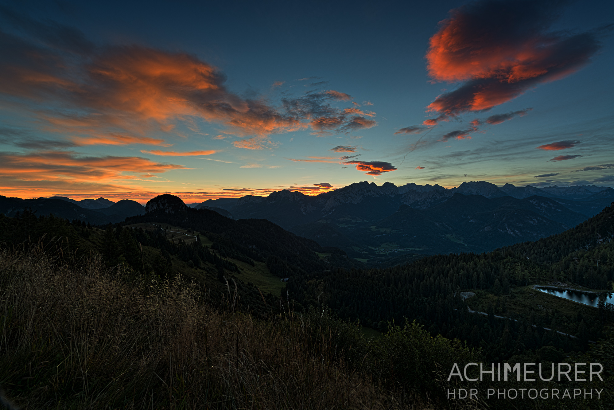 Sonnenaufgang auf der Loferer Alm im Saalachtal im Salzburgerland