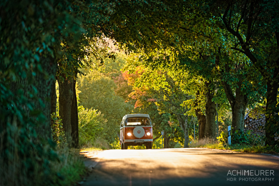 Der PeterVan im Sonnenuntergang durch den Thüringer Wald