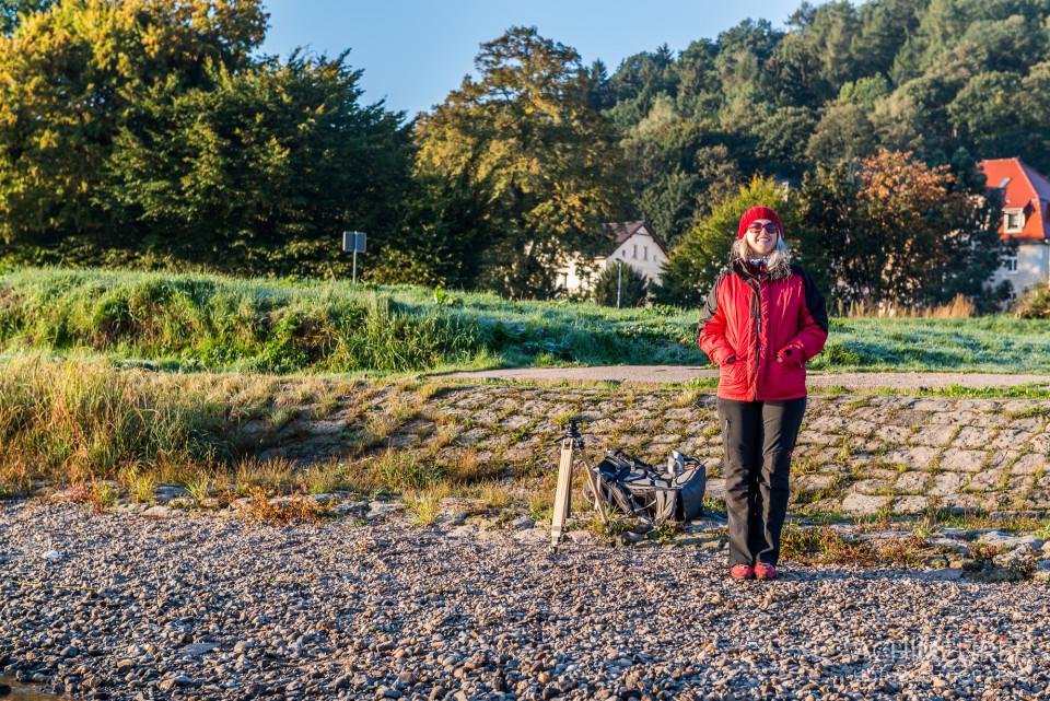 Monika wartet auf Achim - Sonnenaufgang über der Elbe bei Meißen