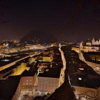 Blick über Salzburg Nachtaufnahme HDR Foto