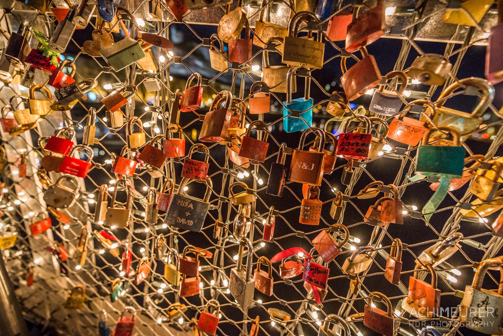 Weihnachtsmarkt Salzburg Marktsteeg love locks