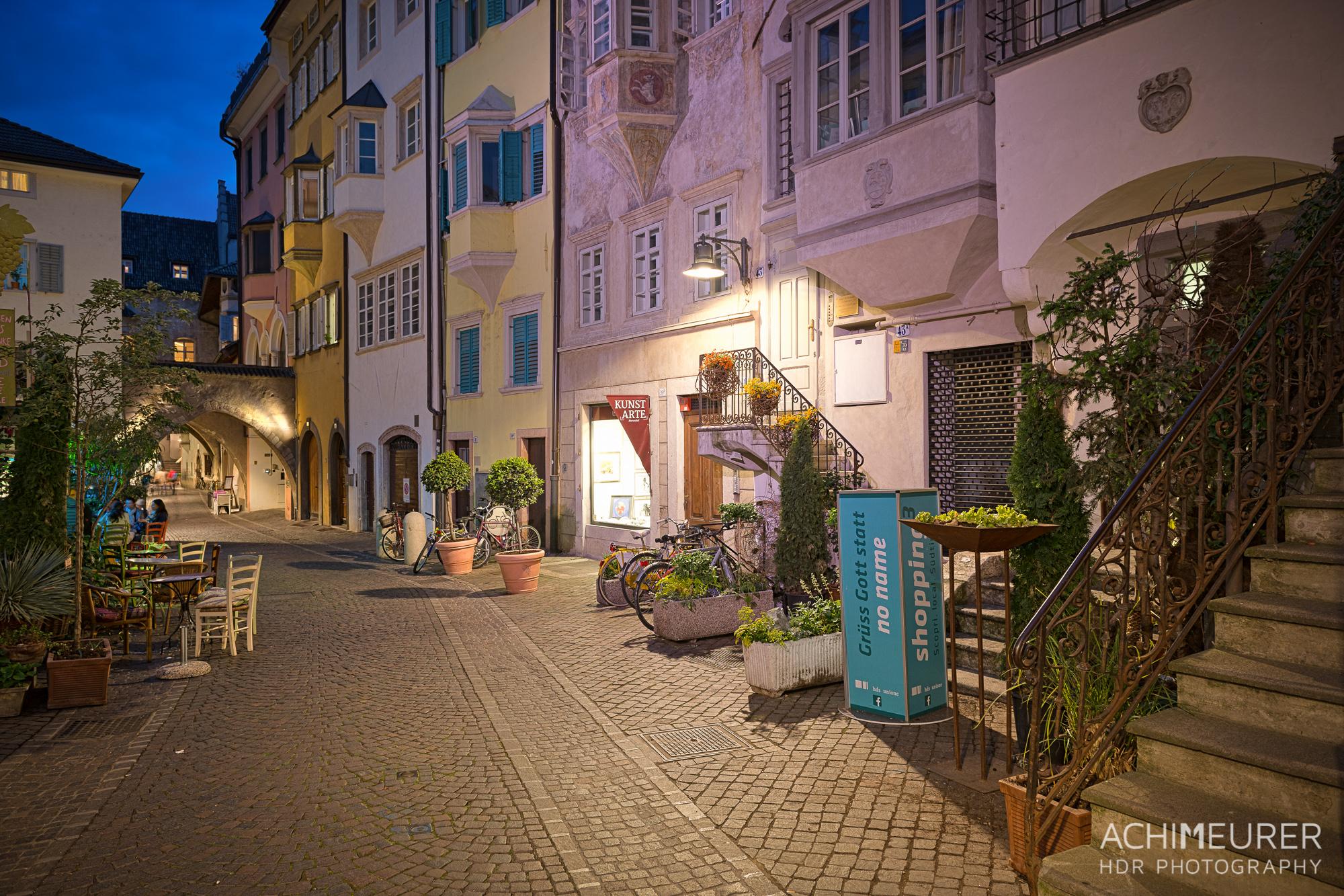 Suedtirol-Sueden-Bozen-Altstadt-Nachtaufnahme_0817_6_5_4_3_HDR