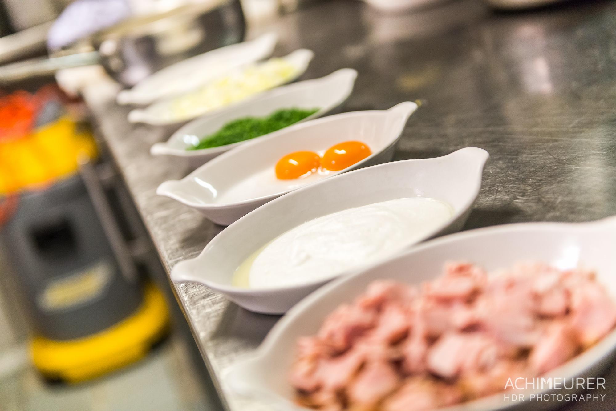 Suedtirol-Sueden-Bozen-Voegele-Kulinarik-Food-Essen-Kueche-Bozener-Sauce-Schinken-Fleckerln_1019