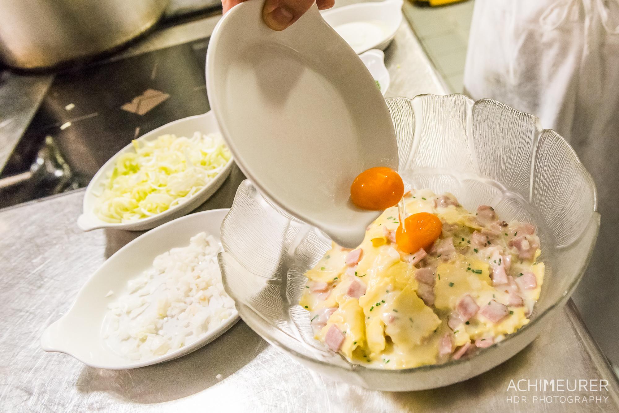 Suedtirol-Sueden-Bozen-Voegele-Kulinarik-Food-Essen-Kueche-Bozener-Sauce-Schinken-Fleckerln_1051