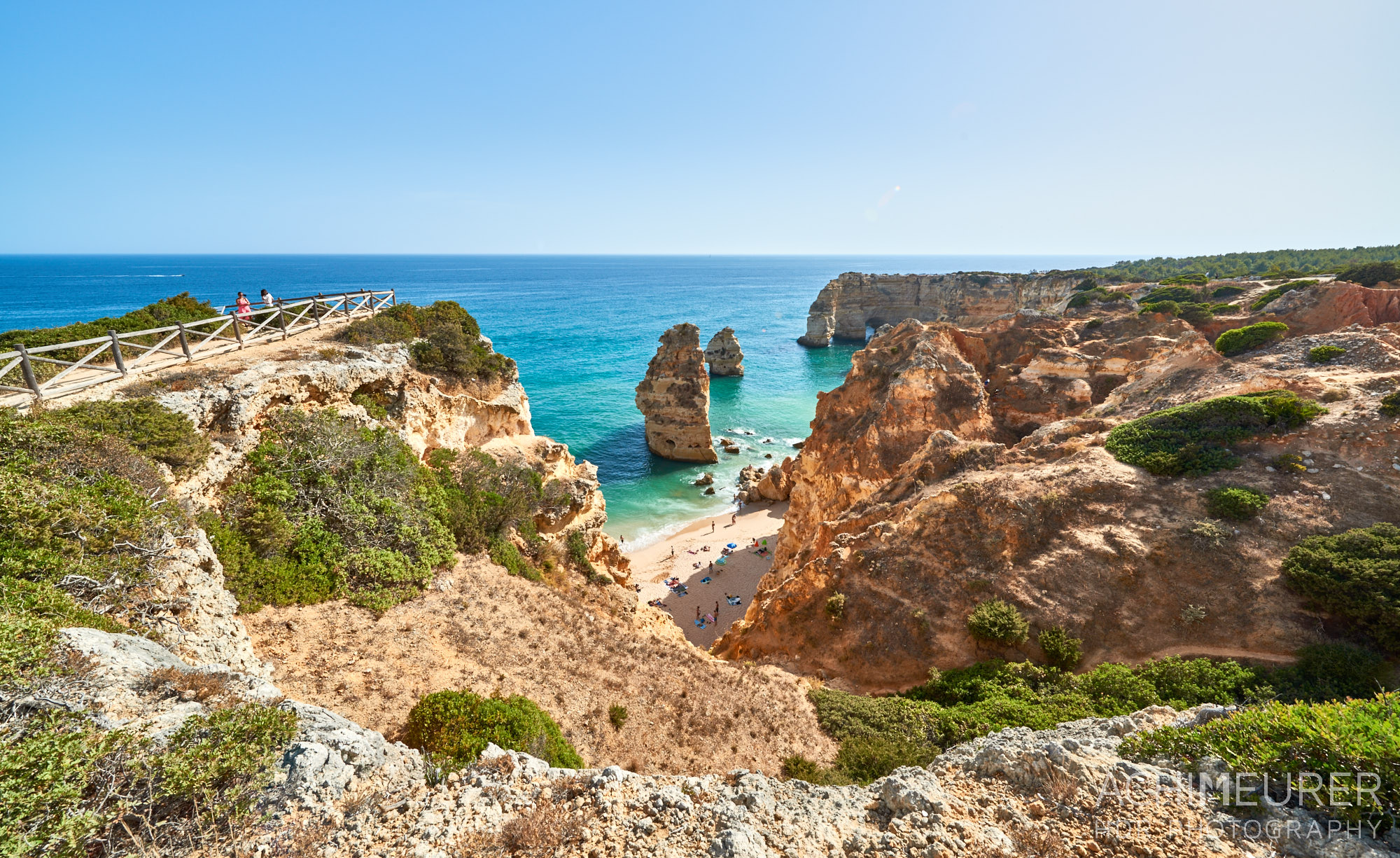 Felsenküste an der Algarve in Portugal