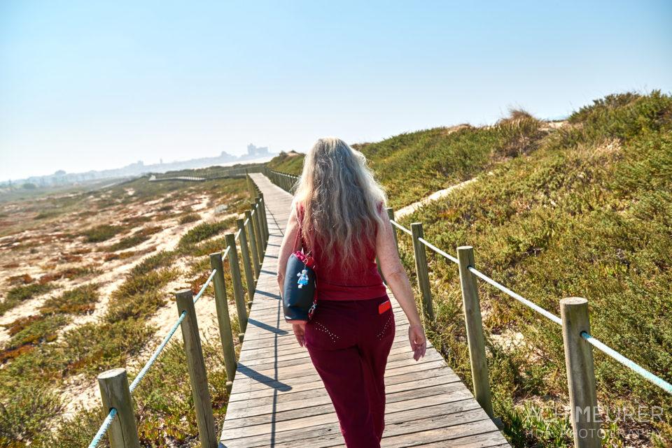 Wanderweg über die Düne an der Küste bei Porto in Portugal by AchimMeurer.com .