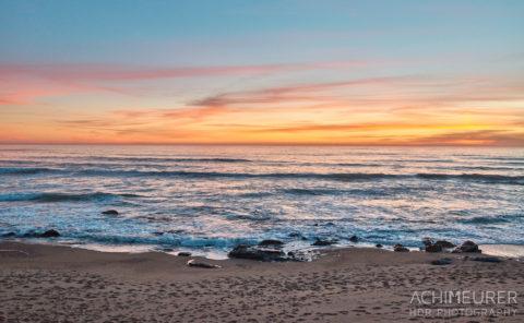 Sonnenuntergang an der Küste von Porto in Portugal by AchimMeurer.com .