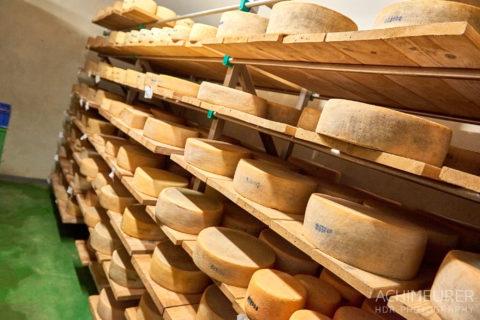 Die Käserei auf dem Demeter-Bauernhof in Heiningen by AchimMeurer.com .