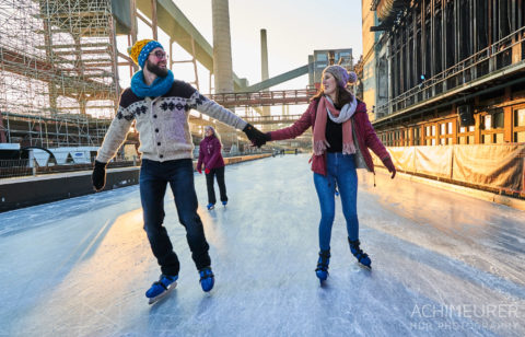 Eislaufen auf der Eislaufbahn Zeche Zollverein in Essen im Ruhrgebiet by AchimMeurer.com .