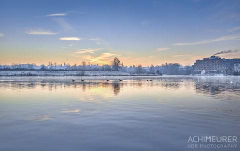 Sonnenaufgang an der Ruhr bei Hattingen im Ruhrgebiet im Winter by Array.