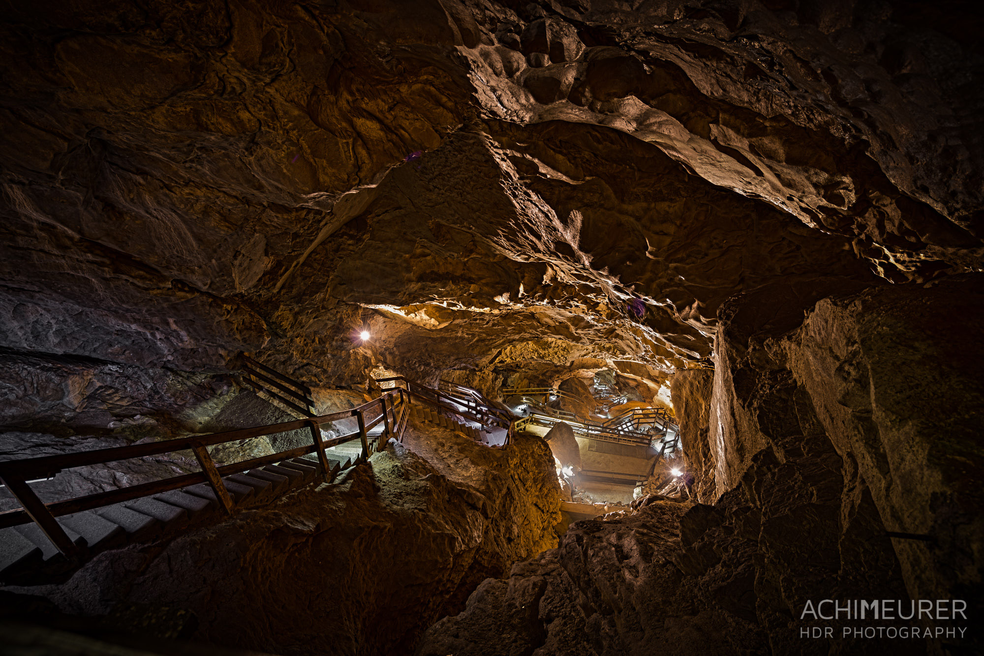 Die Lamprechtshöhle im Saalachtal im Salzburgerland, Österreich by Array.