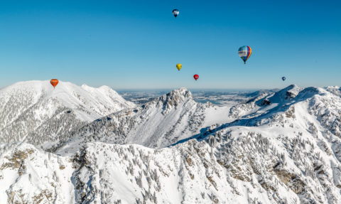 Ballonfahrt im Tannheimertal in Tirol, Österreich by Array.