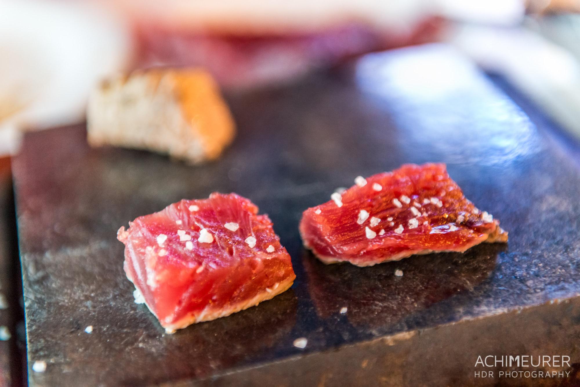 Der beste Thunfisch aller Zeiten, selbst zubereitet auf einem heißen Stein, Sao Miguel, Azoren by Array.
