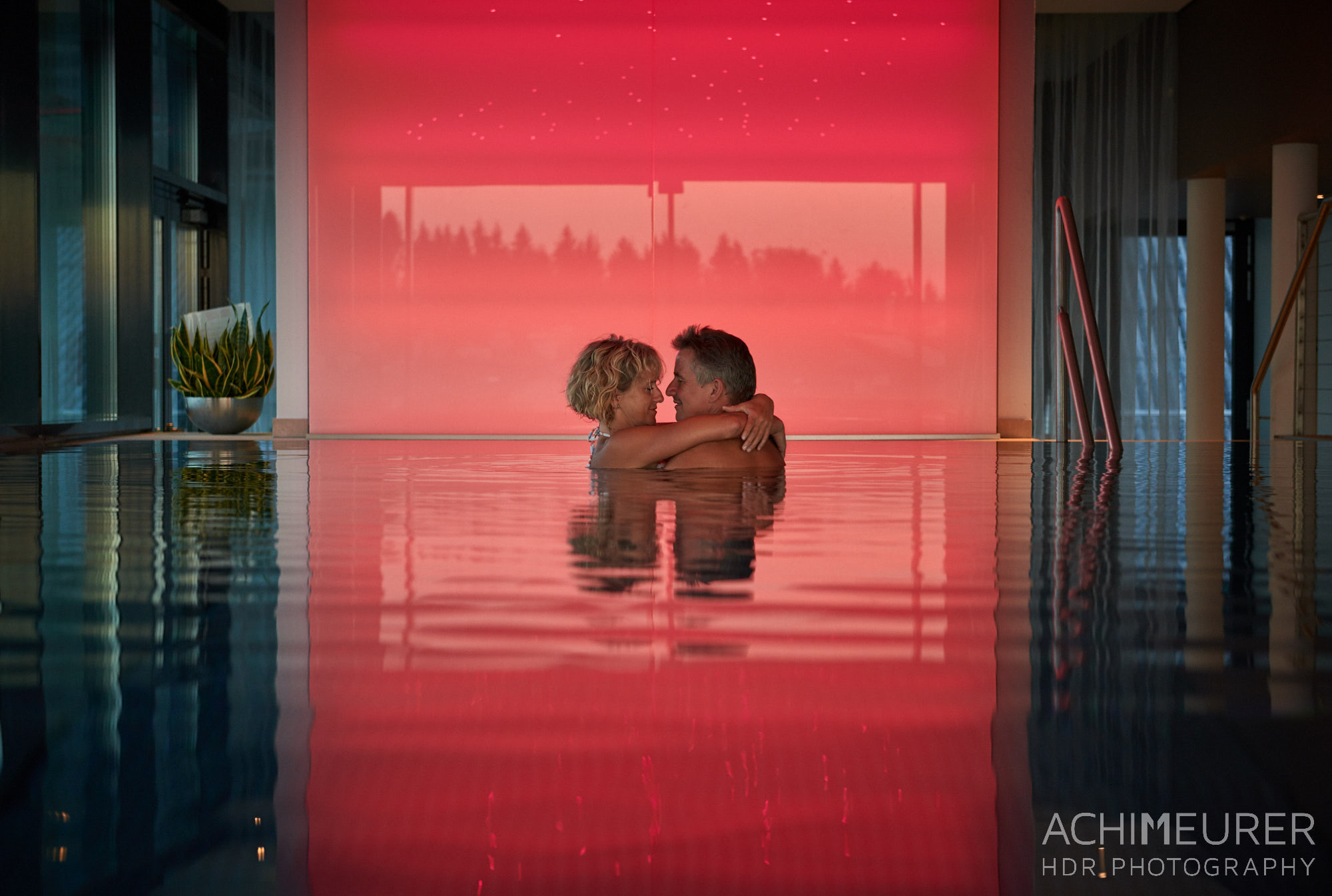 Romantik pur - Infinity Pool im Kuschelhotel Seewirt Mattsee, Salzburgerland by Array.