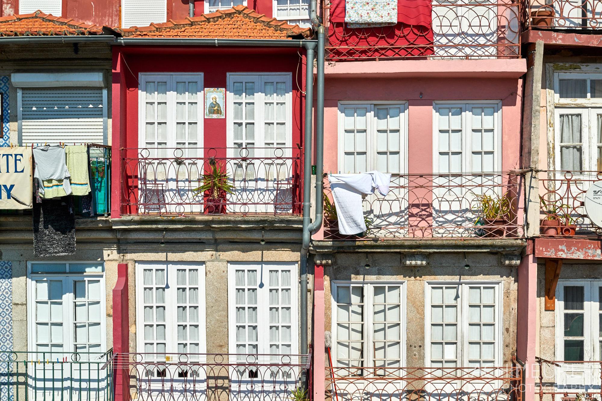 Die Küstenstadt Porto im Norden von Portugal by Array.