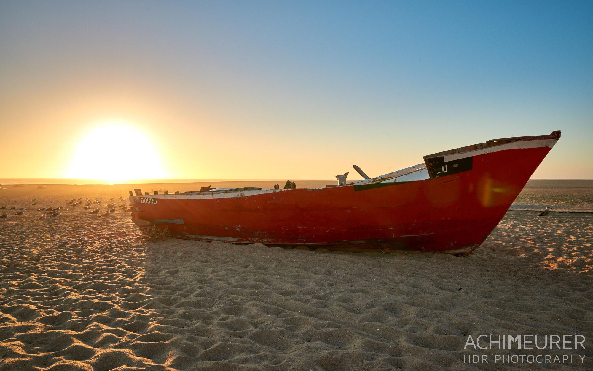 Sonnenuntergang am Strand in Aguda in der Nähe von Porto in Portugal by Array.