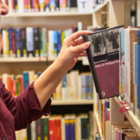 Lesen in der Stadtbibliothek in Pirna by AchimMeurer.com                     .