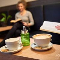Lesen und Entspannen im Kaffeehaus in Pirna by AchimMeurer.com                     .