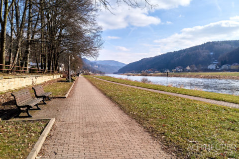 Die Uferpromenade in Bad Schandau by Achim Meurer.