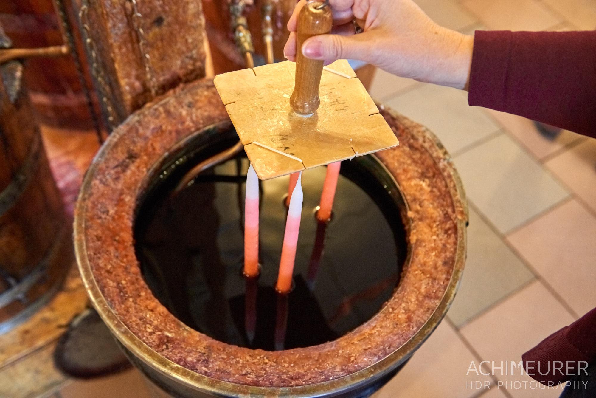 Kerzenziehen in Pirna in der Kerzenfabrik Kerzenträume by AchimMeurer.com                     .