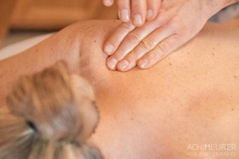 Massage in der Naturheilpraxis im Biohotel Helvetia in Schmilka by AchimMeurer.com .