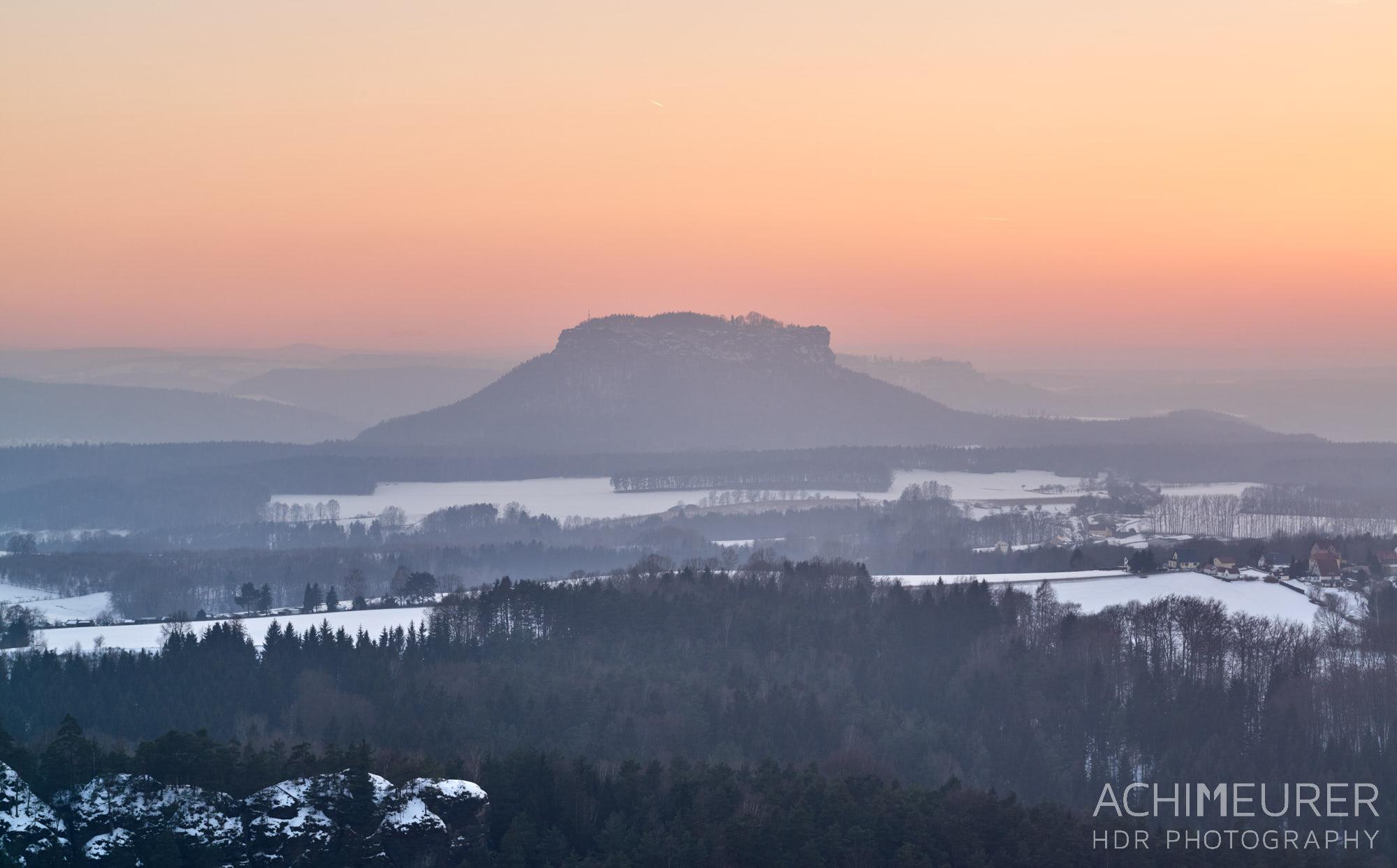 Sonnenuntergang über der Sächsischen Schweiz, Ausblick von der Brandbaude by Array.