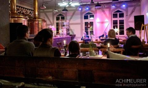 Abendkonzert, eines der Rituale im Winterdorf Schmilka by Achim Meurer.