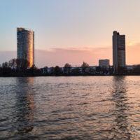 Sonnenuntergang am Rhein in den Rheinauen in Beuel by Achim Meurer.