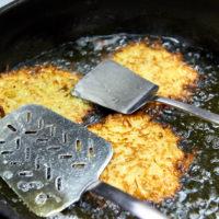 Wie macht man Reibekuchen? Typisch rheinische Küche by AchimMeurer.com                     .