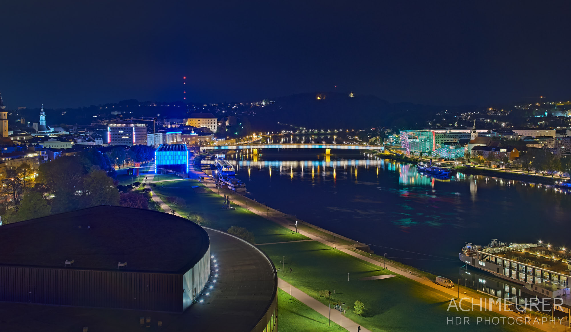 Nachtaufnahme von Linz in Österreich, HDR mit der DXOone by Array.