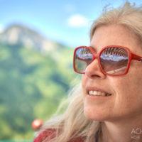 Monika genießt den Ausblick vom Restaurant Zugspitzblick in Zöblen, Tannheimertal, Tirol by AchimMeurer.com .