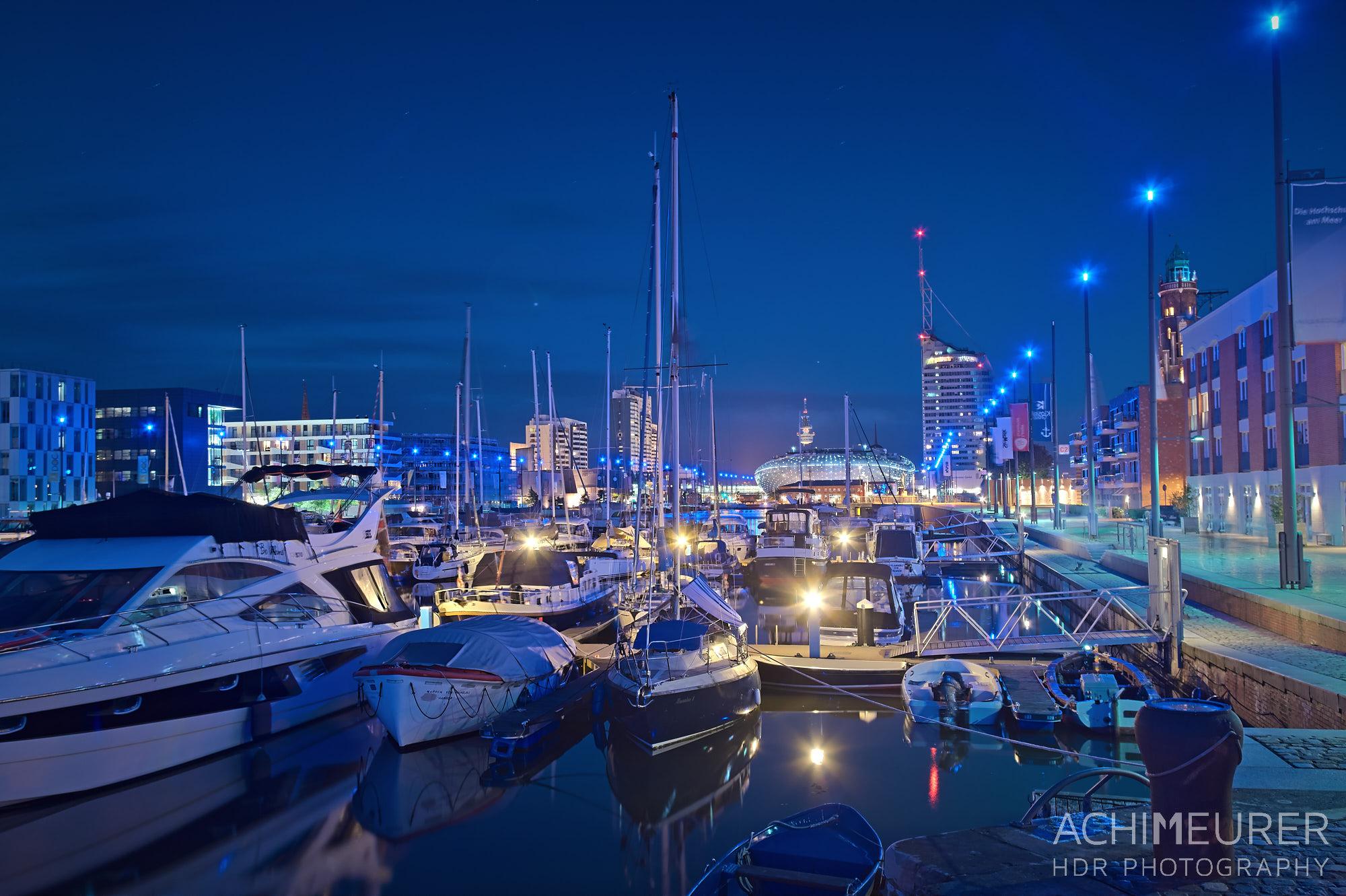 Blaue Stunde - Stadtansichten von Bremerhaven by Array.