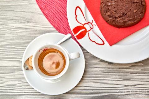 Espresso trinken in der Fußgängerzone by AchimMeurer.com .