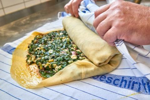Wie macht man einen Mangoldstrudel - kochen im Jugendgästehaus in Wolfenbüttel by AchimMeurer.com .