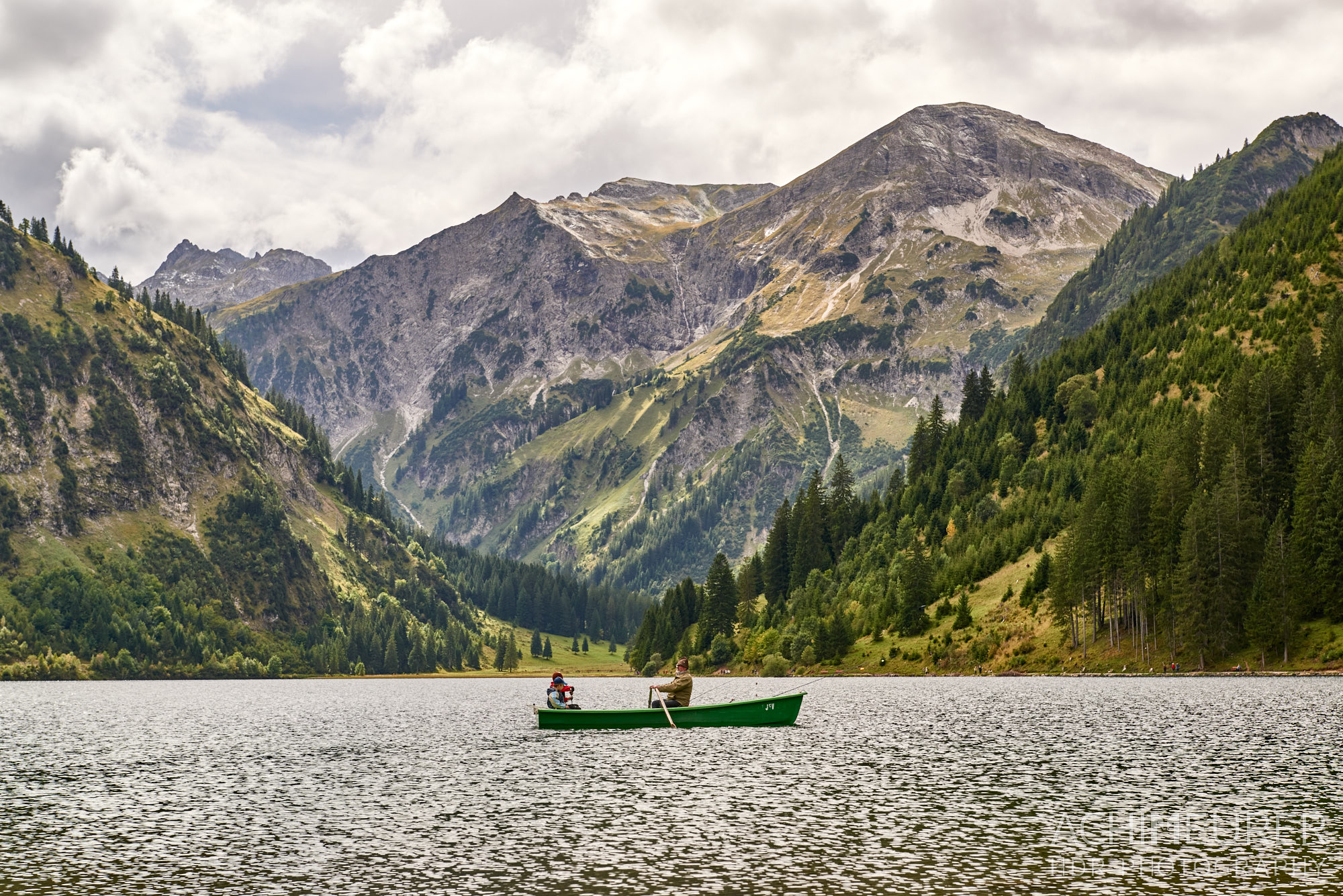 Angeln auf dem Vilsalpsee, Tannheimertal, Tirol, Österreich by AchimMeurer.com                     .