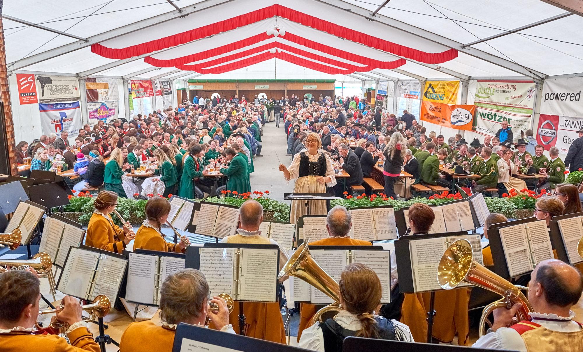 Der Talfeiertag im Tannheimertal, Tirol, Österreich by AchimMeurer.com .