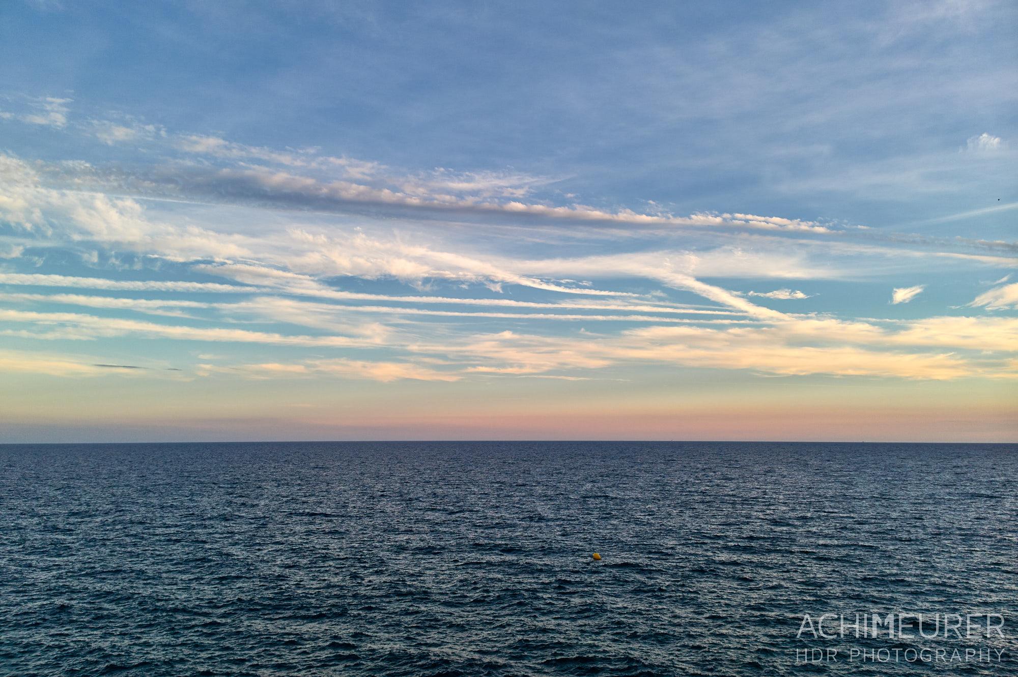 Sonnenuntergang an der Küste von Salou, Katalonien, Spanien by Achim Meurer.