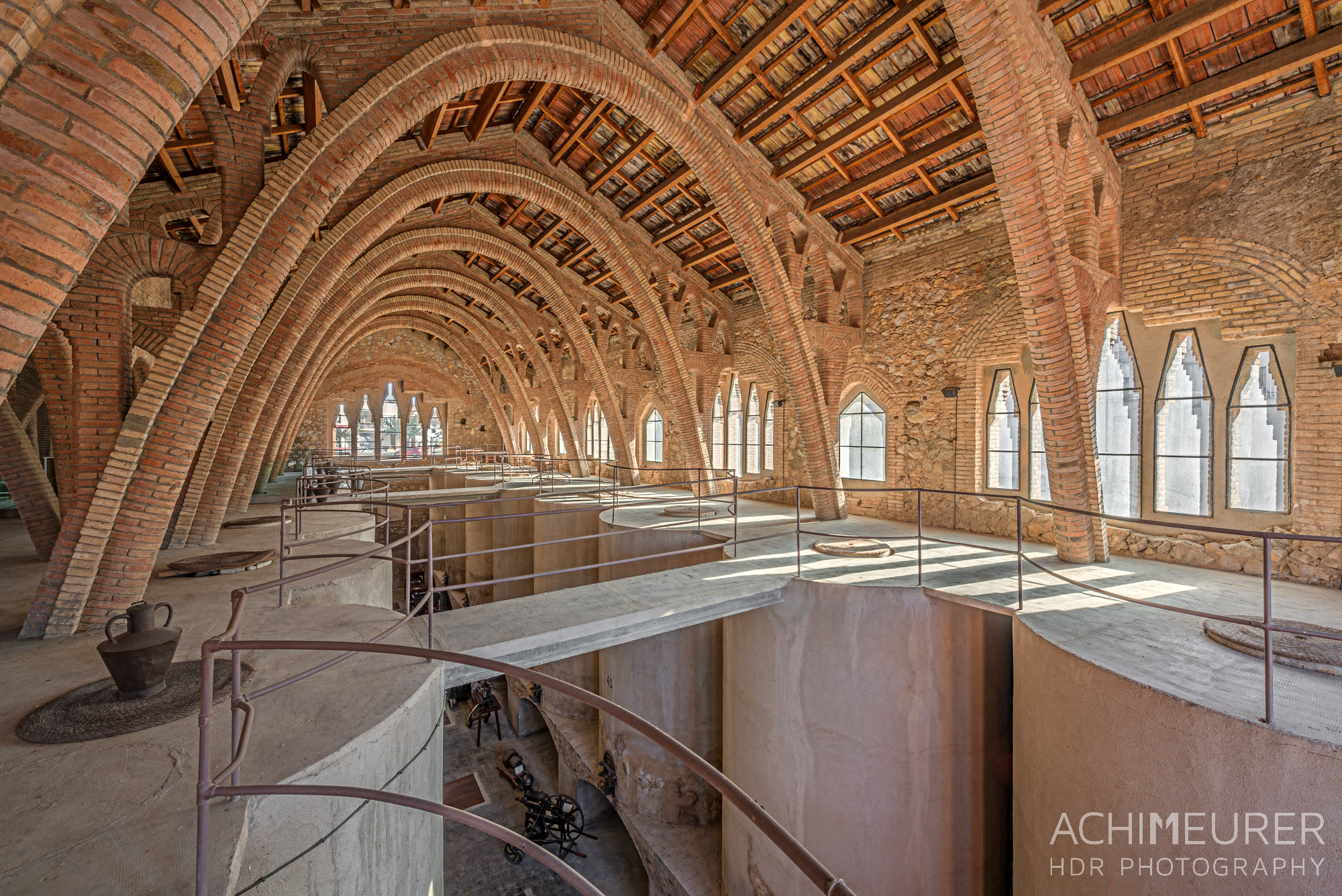 Catedral de Vi, Weinkellerei, El Pinell de Brai, Weinkathedrale, Katalonien, Spanien by Array.