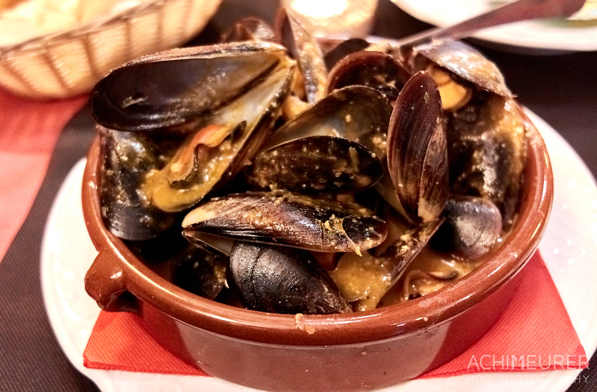 Typisches Essen in Katalonien - Muscheln by Achim Meurer.