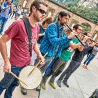 Die berühmten katalonischen Menschentürme auf dem Vorplatz zum Kloster in Montserrat by AchimMeurer.com                     .