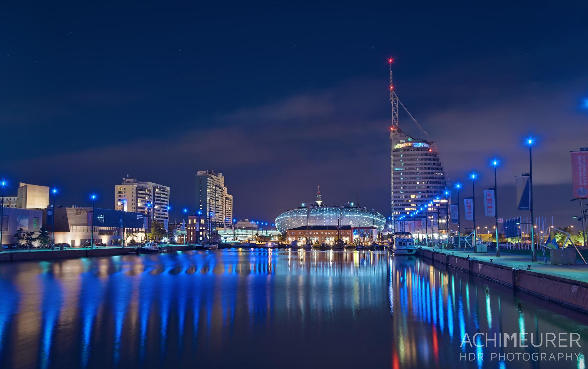 Blaue Stunde - Stadtansichten von Bremerhaven by Achim Meurer.