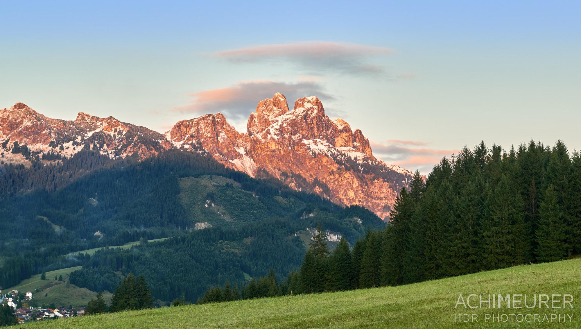 Alpenglühen im Tannheimertal, Tirol Österreich by Achim Meurer.