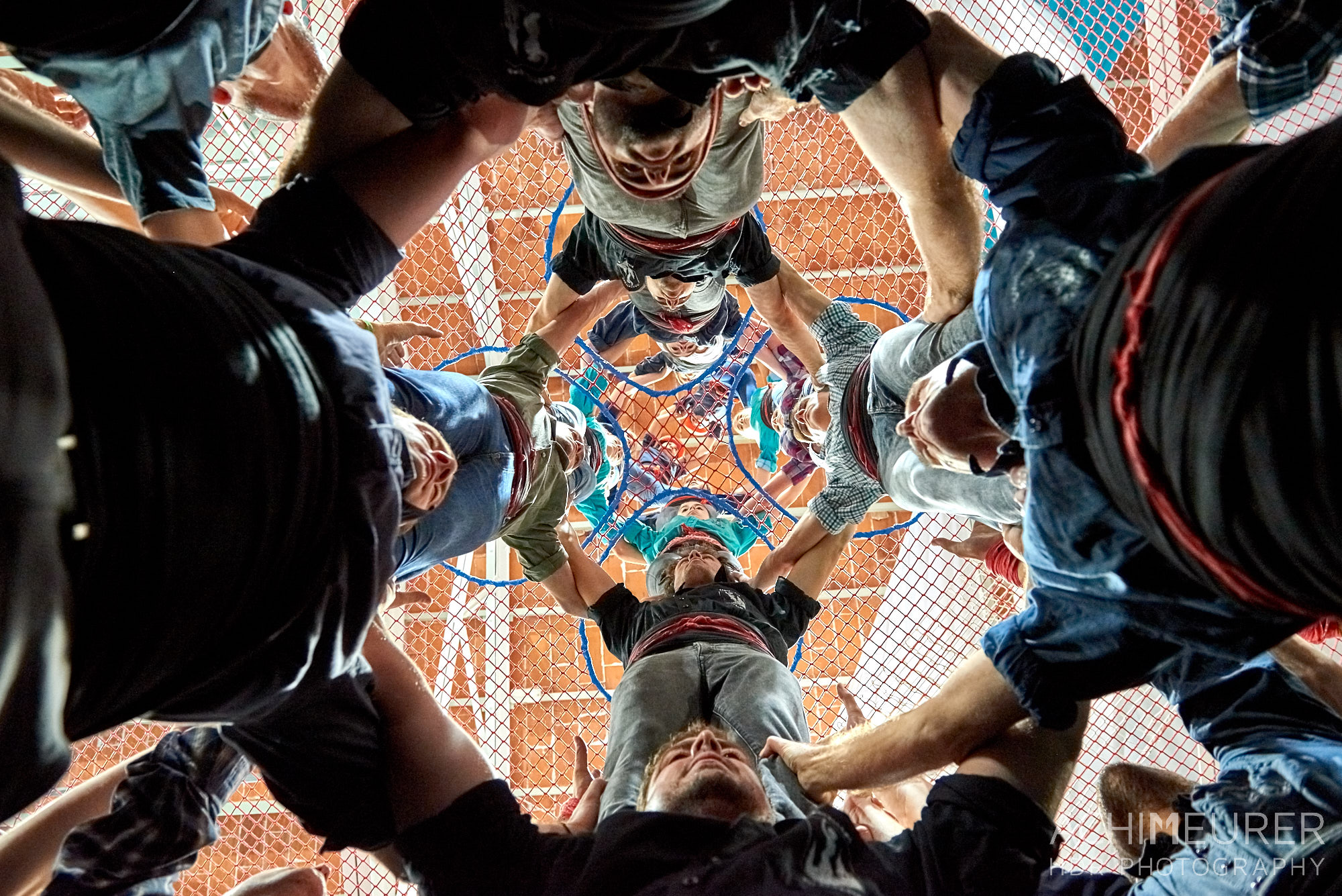 Das Training der Castellers de Vilafrance, Menschentürme, Katalonien, Spanien by Achim Meurer.