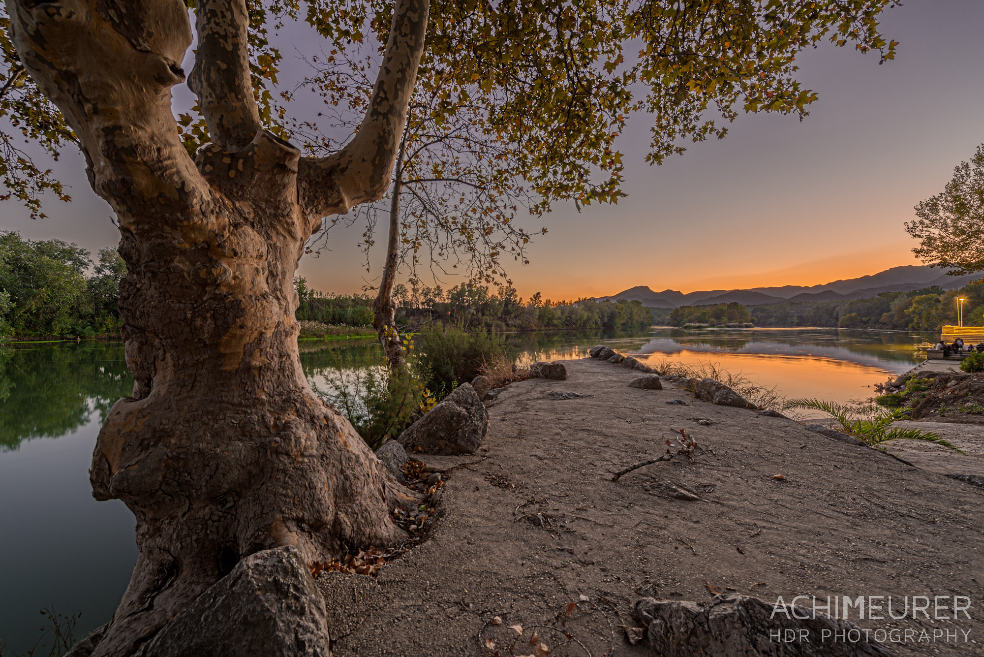 Sonnenuntergang am Flussufer des Ebros in Xerta bei Tortosa, Katalonien, Spanien by Achim Meurer.
