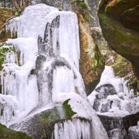 Der gefrorene Lichtenhainer Wasserfall im Kirnitzschtal, Sächsische Schweiz by AchimMeurer.com.