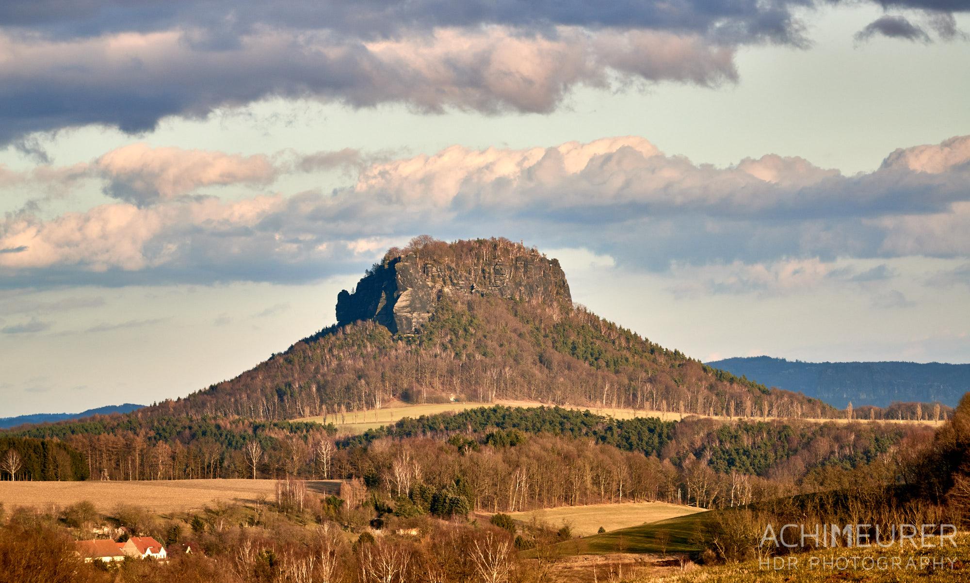 Der Lilienstein im Winter ohne Schnee, Sächsische Schweiz by AchimMeurer.com.