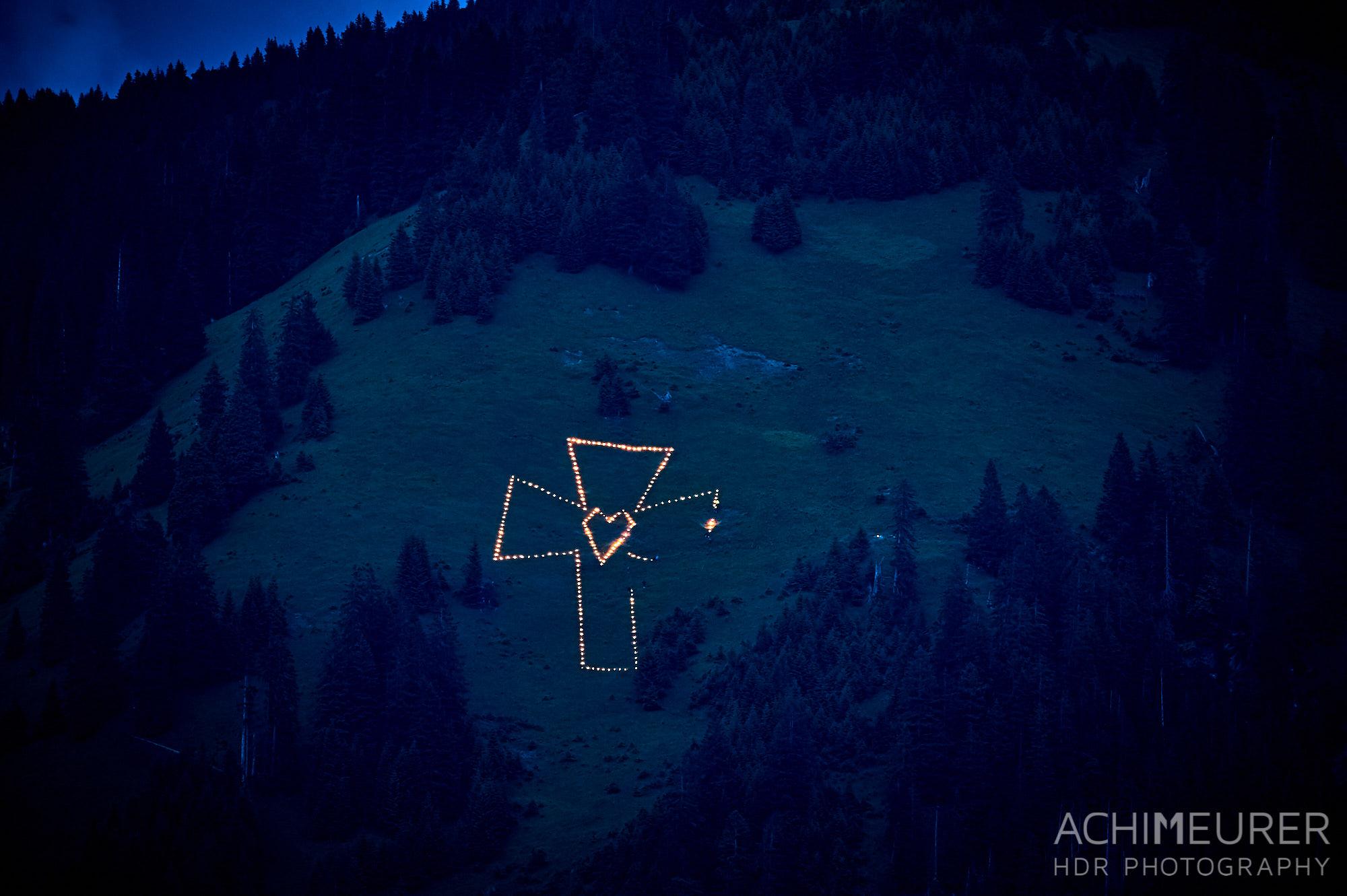 Die Herz-Jesu-Feuer in Nesselwängle, Tannheimer Tal, Tirol, Österreich by Achim Meurer.