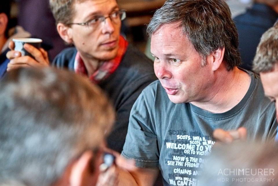 Barcampteilnehmer im Gespräch beim Castlecamp