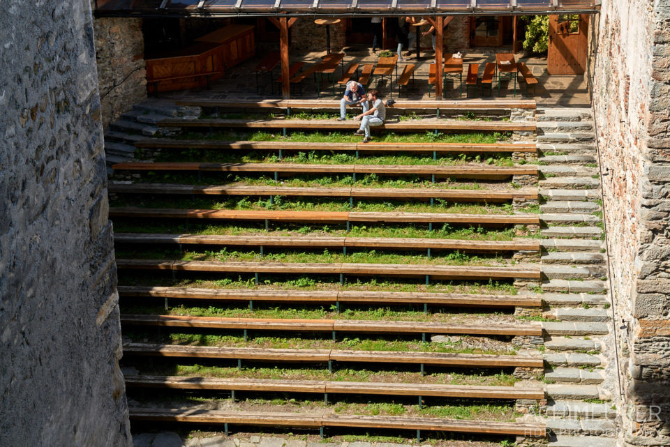 Sonniger Burghof beim Castlecamp