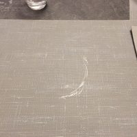 Platzdeckchen im Restaurant mit deutlichen Spuren vom Vorgänger.